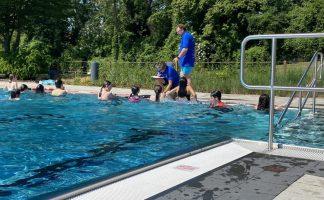 """Neuauflage: """"Wir lernen schwimmen"""""""